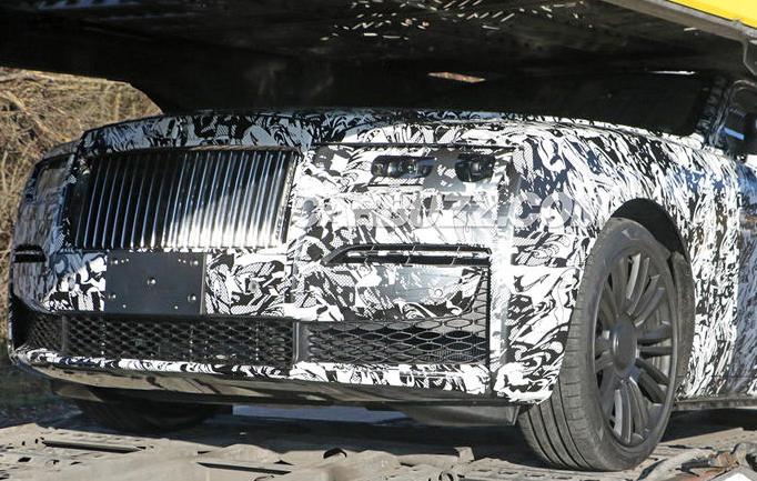劳斯莱斯的新车型展现其优雅的车身