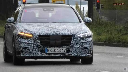 2021年梅赛德斯-奔驰S级W223开始脱去迷彩