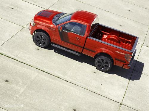 配备EcoDiesel V-6的吉普牧马人无限版在公路上可达到29英里