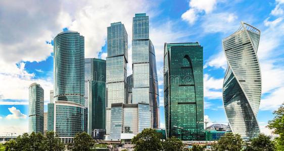 在2019年横跨7个大城市推出的1816个住房项目中 高层建筑占50%以上