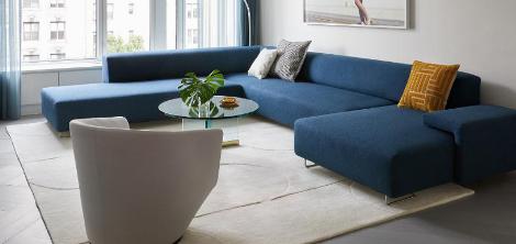 经过深思熟虑的装修将两套公寓变成一个家庭住宅