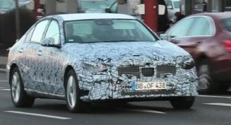 2021年在德国推出的梅赛德斯C级轿车 融合了混合动力技术和运动外观