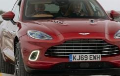 威尔士亲王参观阿斯顿·马丁的SUV工厂驾驶新型DBX