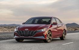 2021年现代伊兰特混合动力汽车的第一眼评论