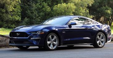 美国的汽车经销店将继续开放以服务于人们的车辆