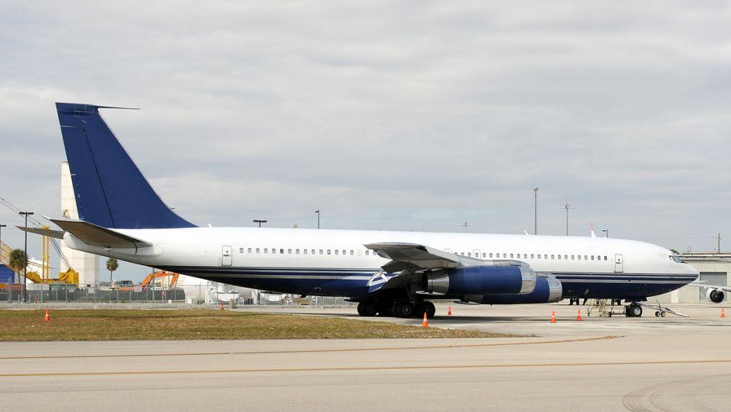 财政部长姆努钦说他正在努力帮助航空公司
