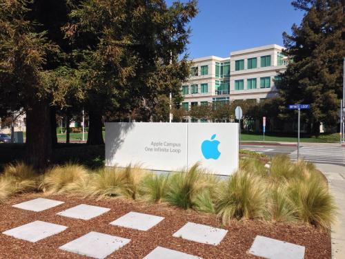 乔尼艾夫离开后苹果似乎正在重新考虑其硬件设计