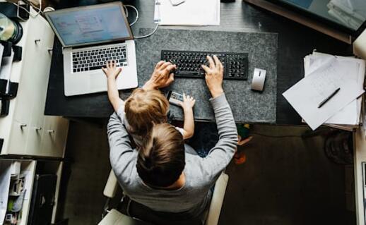 Google和Facebook员工可以在全年剩余时间内在家工作