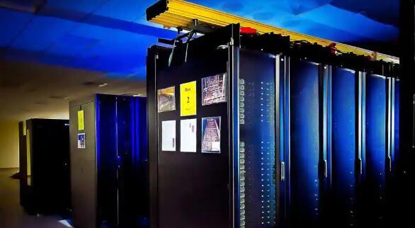 公司展示与OpenAI合作构建的基于Azure云的新型超级计算机