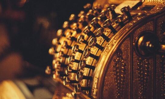 黄金期货价格攀升至每10克47350卢比