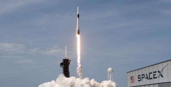 NASA通过SpaceX发射从美国土壤恢复人类太空飞行