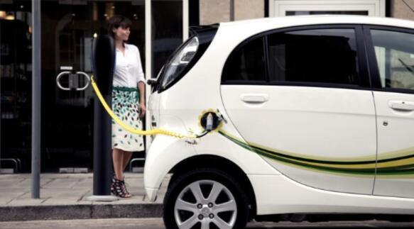 一项新的研究突显了英国路边电动汽车充电的短缺