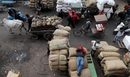 中心启动小额信贷计划向街头小贩提供贷款