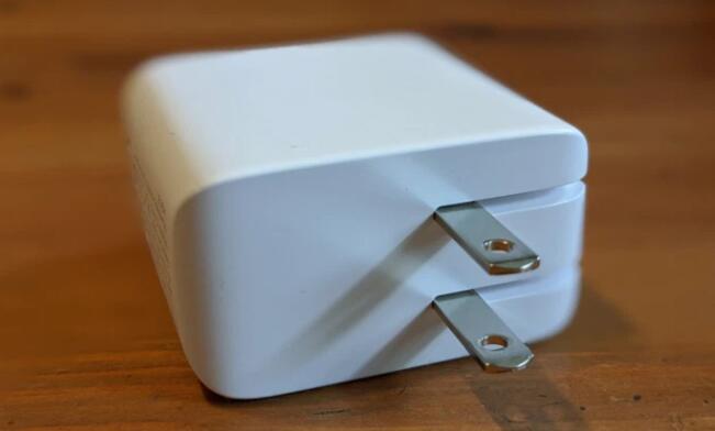 Aukey推出了一款非常紧凑的100w充电器