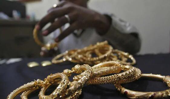 黄金期货价格飙升超过1% 达到每10克47200卢比的关口