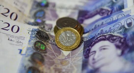 由于英国央行增加了债券购买计划导致英镑下跌