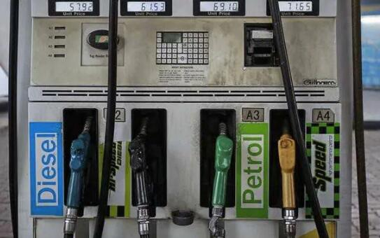 汽油和柴油在德里的价格升至每升80卢比以上