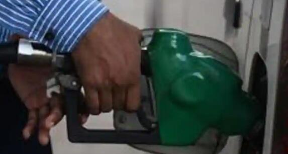 柴油在燃油价格再度上涨后在德里的售价为创纪录的80.53卢比/升