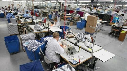 英国工厂越来越多地计划裁员