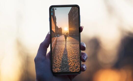 摩托罗拉宣布在欧洲推出349欧元的5G手机