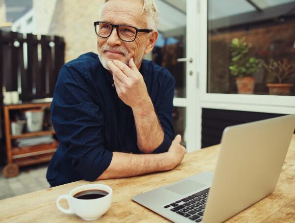 确定理想退休年龄的三个因素