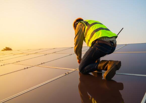 这家太阳能技术公司的业务在艰难的季度中保持了韧性