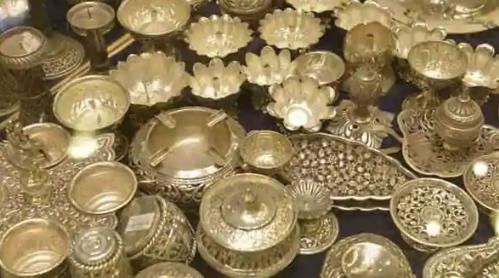 白银价格在短短3周内上涨了45% 为什么白银表现优于黄金