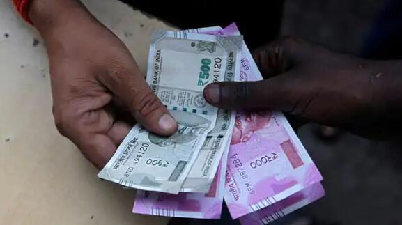 卢比收复了当日跌幅 收盘持平于74.93卢比兑1美元