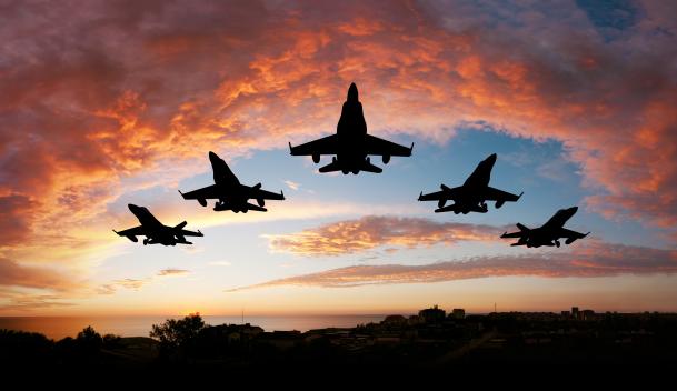 观看AI控制的虚拟战斗机在8月18日招募空军飞行员