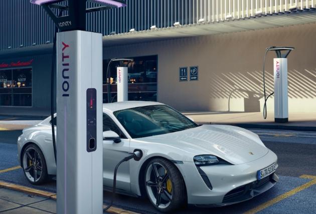 保时捷为2021 Taycan添加了Plug&Charge