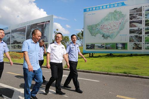 海城市毛祁镇北毛村第一网格员白英开启了当日的巡网工作