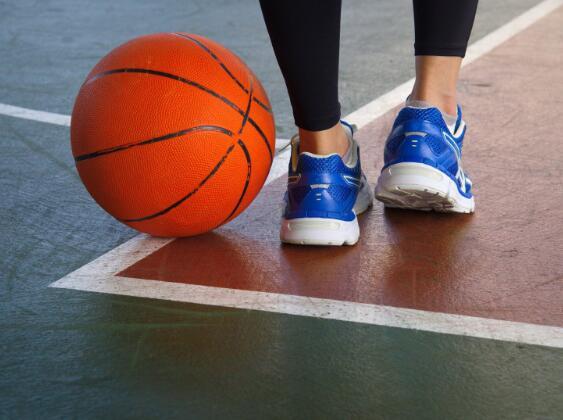 这款经过一年研究的篮球鞋据说具有针对女性生理的特殊工程技术