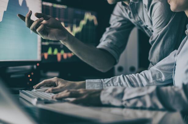 百年资源开发股票今天飙升15%