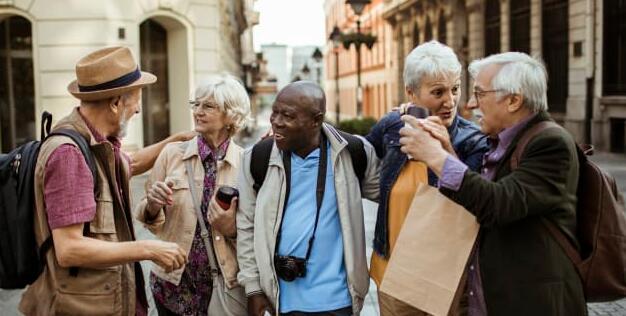 调查发现男性比女性承担更多的旅行风险并购买了更多的旅行保险