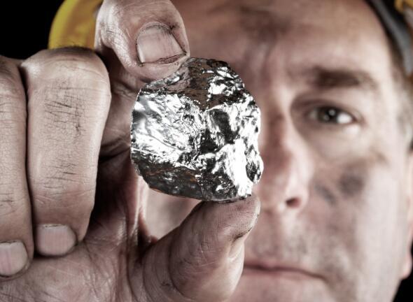 随着贵金属抛售以及整个股市下跌 白银矿商的股票受到重创