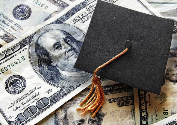 字母表帮助员工解决学生贷款