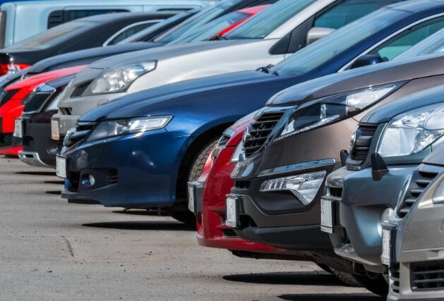 尽管超出第二季度预期 CarMax股价仍下跌13%