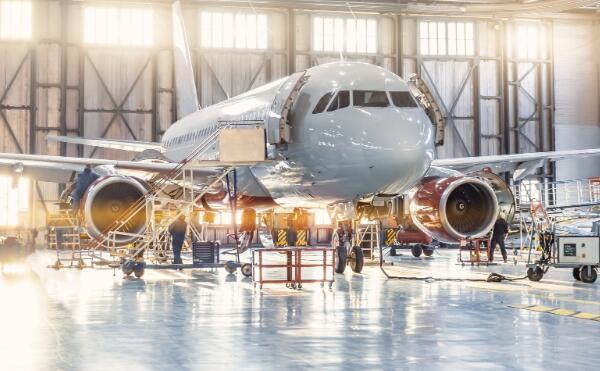 国防业务的增长有助于最大程度减少与局势相关的商业航空收入的下降