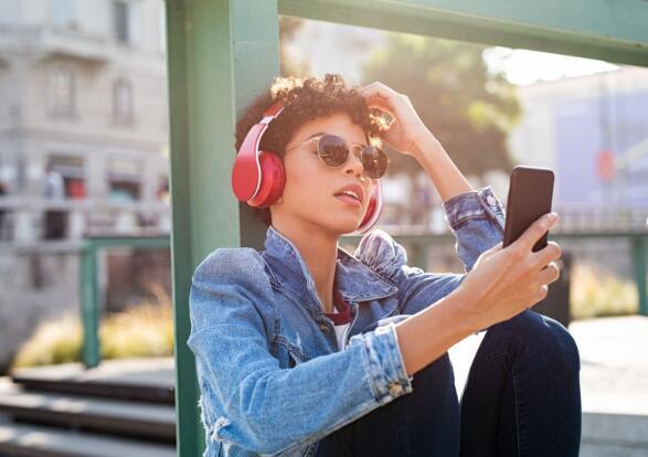 一家电信巨头和一个流媒体音乐平台争相投资