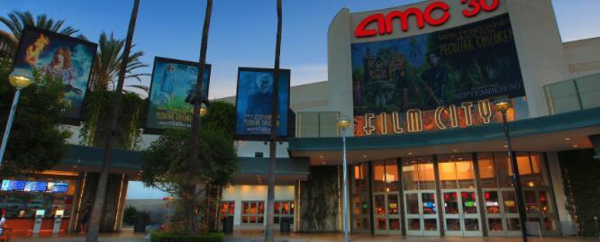 由于电影剧院经营者的前景黯淡抛售持续