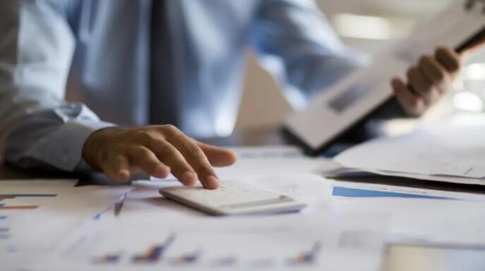 美国国税局每年都会对美国税法进行各种与通货膨胀相关的调整