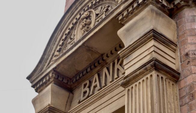 精明的投资者在这只银行股票中开设了新仓