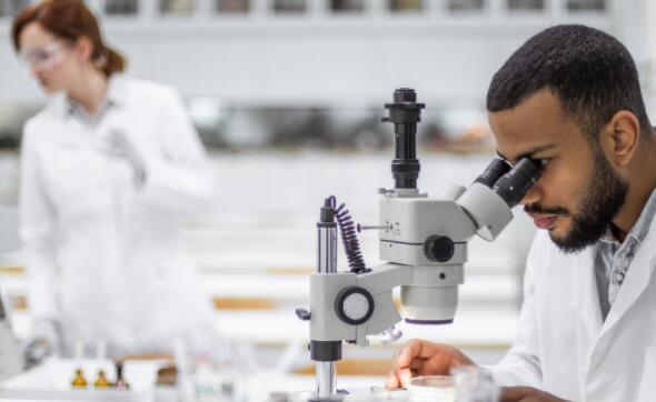 这家生物技术公司宣布第一名患者参加了一项关键临床研究