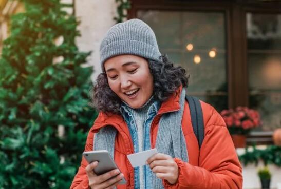 花瓣信用卡持有人可以赚取超过最低付款额的钱