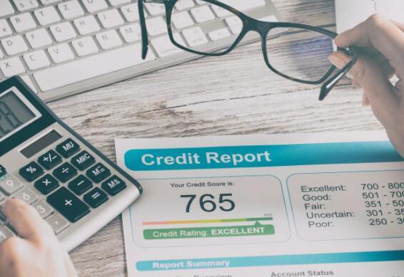 在2021年将您的信用评分提高50分以上的5条提示