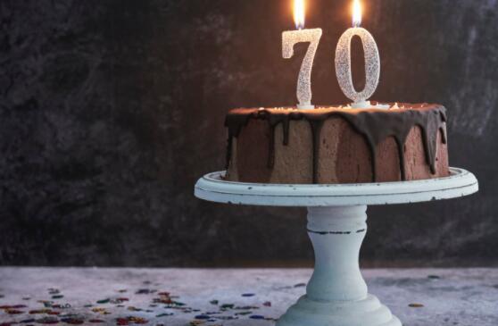 许多人选择在60多岁甚至50多岁的年龄退休 这就是为什么70可能是您更好的选择的原因