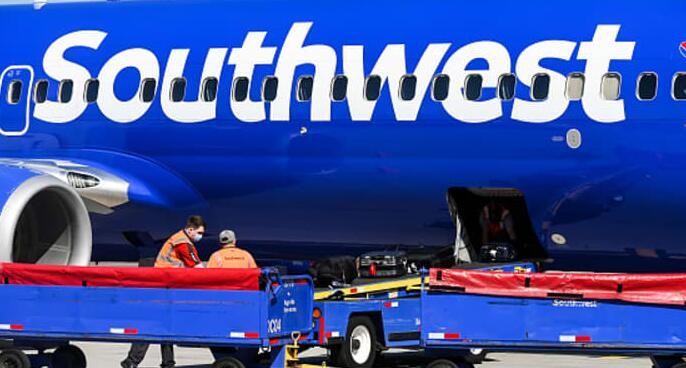 西南航空敦促员工在7月4日之前加班以获得双倍工资以避免航班中断