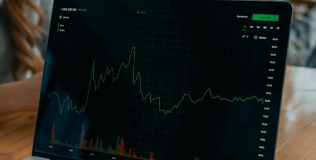标准普尔500指数的股票多久变化一次