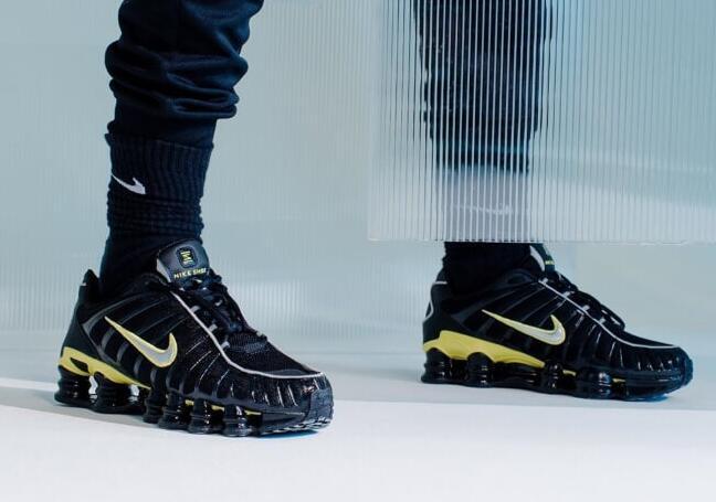 Sneaker Giant Foot Locker以11亿美元收购两家竞争对手零售商