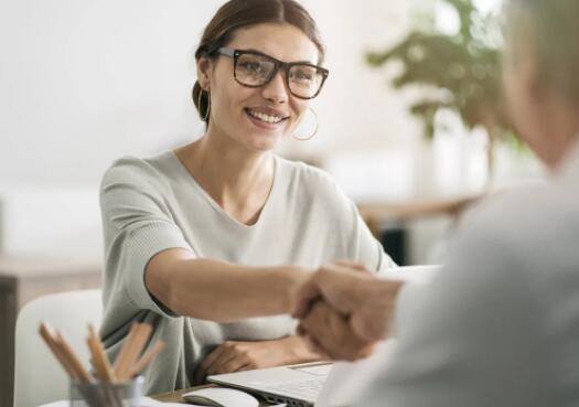 通过打击公司如何签订合同 立法者可以帮助消除找工作的一个障碍